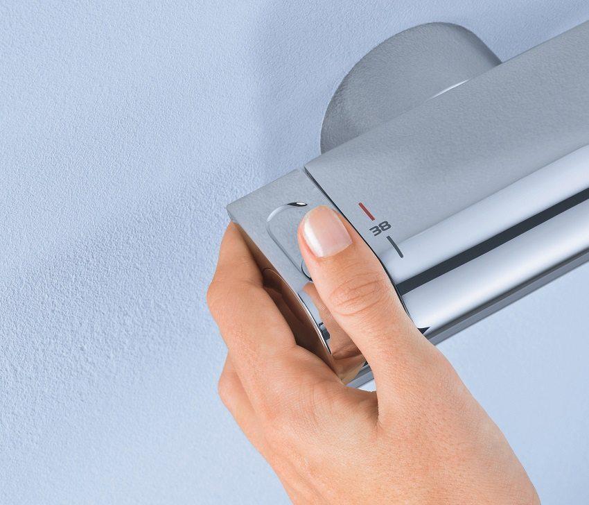 Смеситель со встроенным термостатом позволит поддерживать комфортную температуру воды на протяжение всего времени принятия водной процедуры