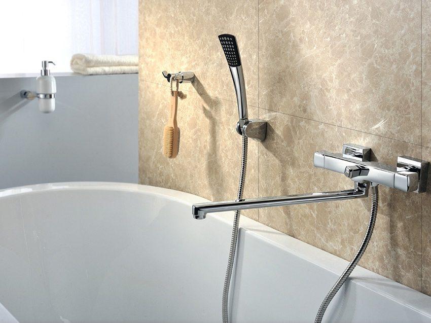 Двухвентильный смеситель для ванной с длинным изгибом и лейкой для душа