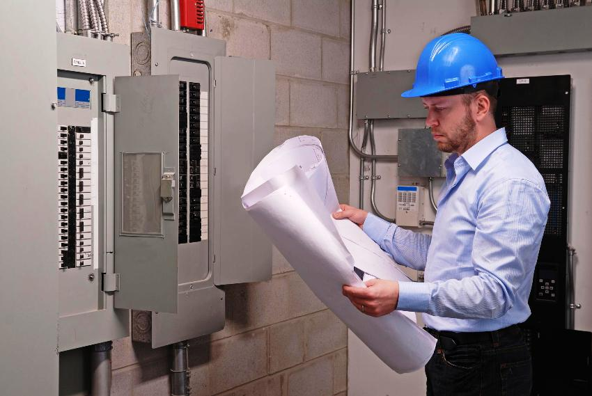Для выбора мощности приобретаемого стабилизатора, необходимо определить номинальную мощность автоматического выключателя на щитке