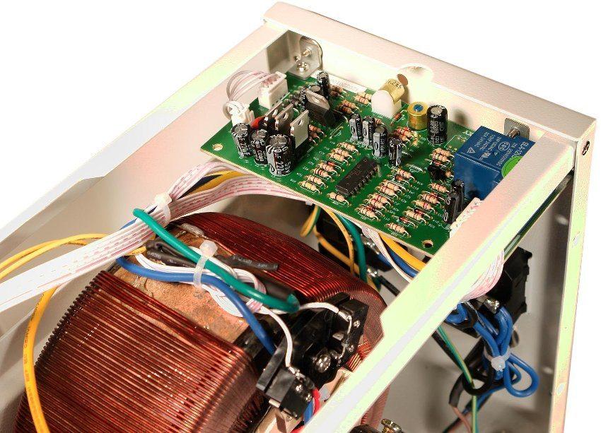 Внутреннее устройство электромеханического стабилизатора напряжения