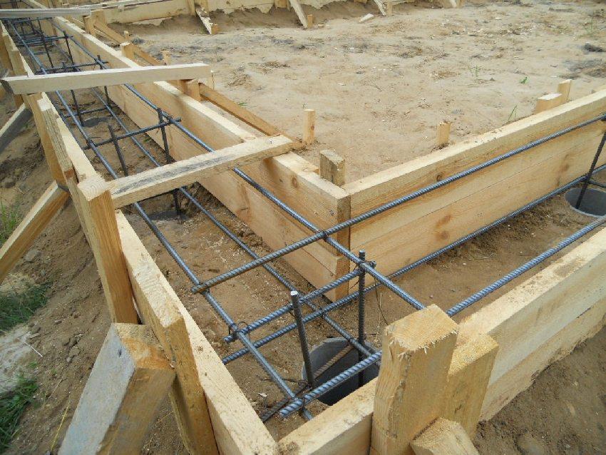 Обустройство деревянной опалубки под столбчатый фундамент