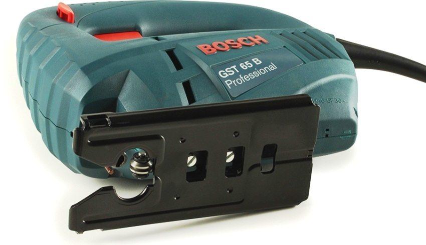 Электролобзик Bosch GST 65B подходит для распиливания различных строительных материалов