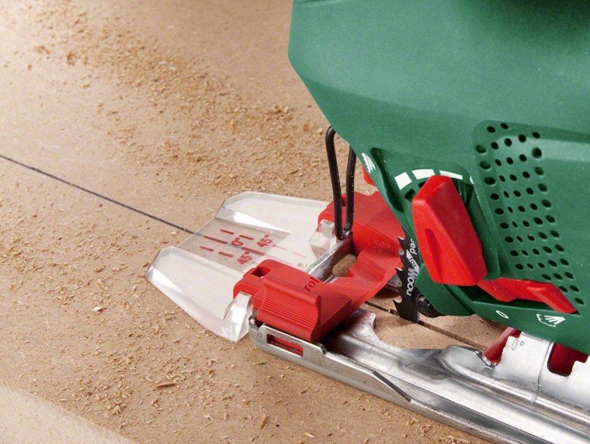 Опорная подошва может быть оборудована дополнительными насадками, облегчающими работу с инструментом
