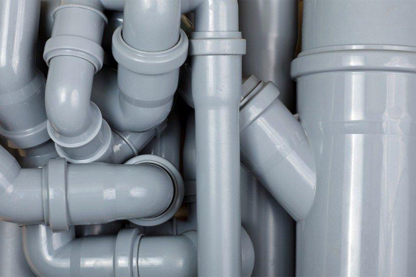 Из канализационных труб лучше монтировать вытяжную систему вентиляции, а не приточную
