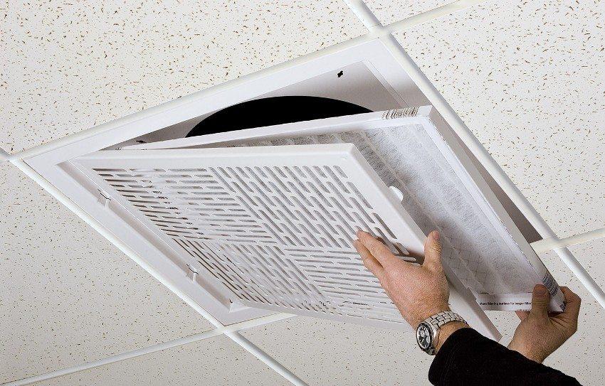 Установка фильтра в потолочный пластиковый воздуховод