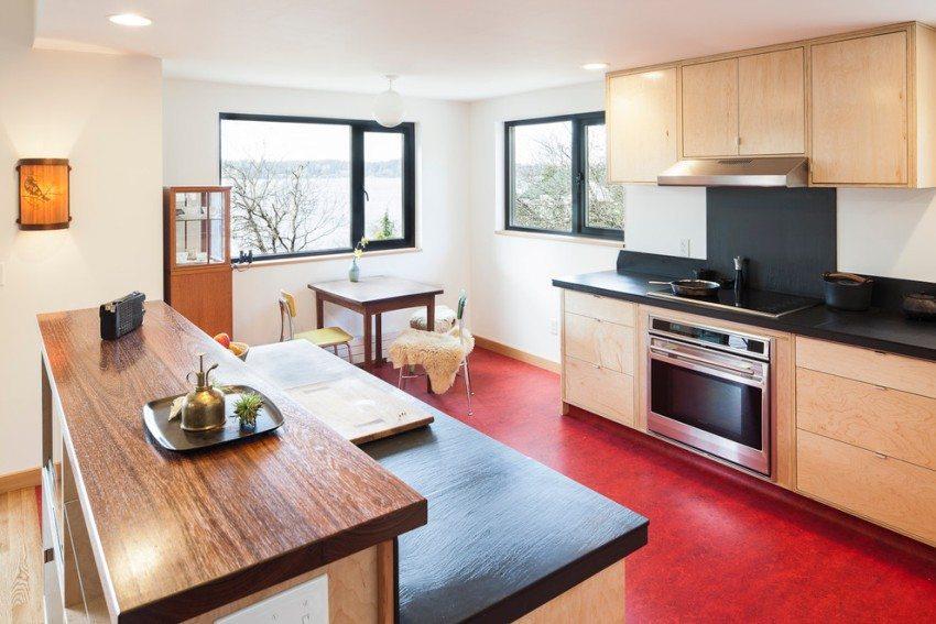 Благодаря высокой влагостойкости, виниловое покрытие можно использовать на кухне