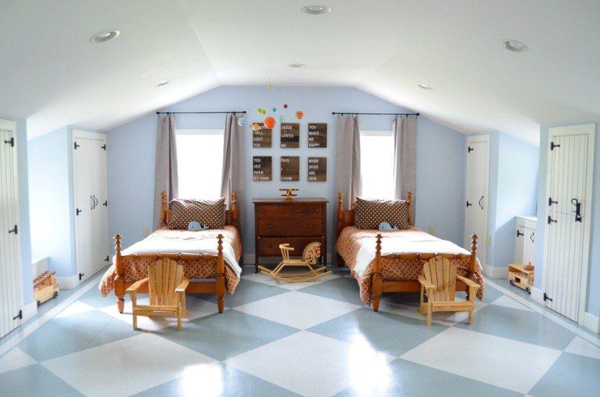 Двухцветная виниловая плитка на полу в детской комнате