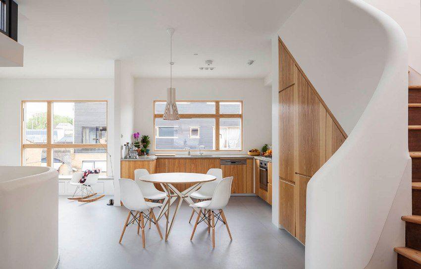 Виниловый пол светло-серого цвета в кухне-столовой