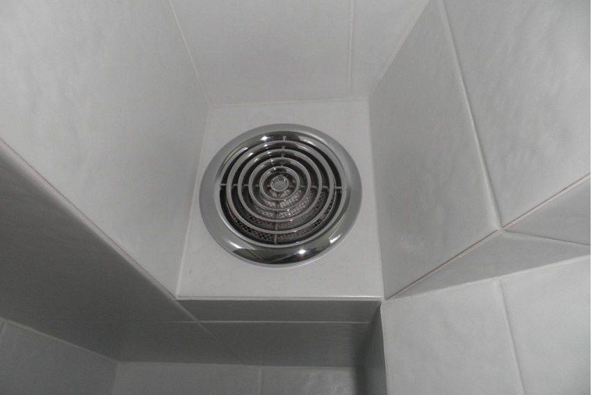 Декоративные решётки для вытяжки в ванной можно выбрать под любой интерьер