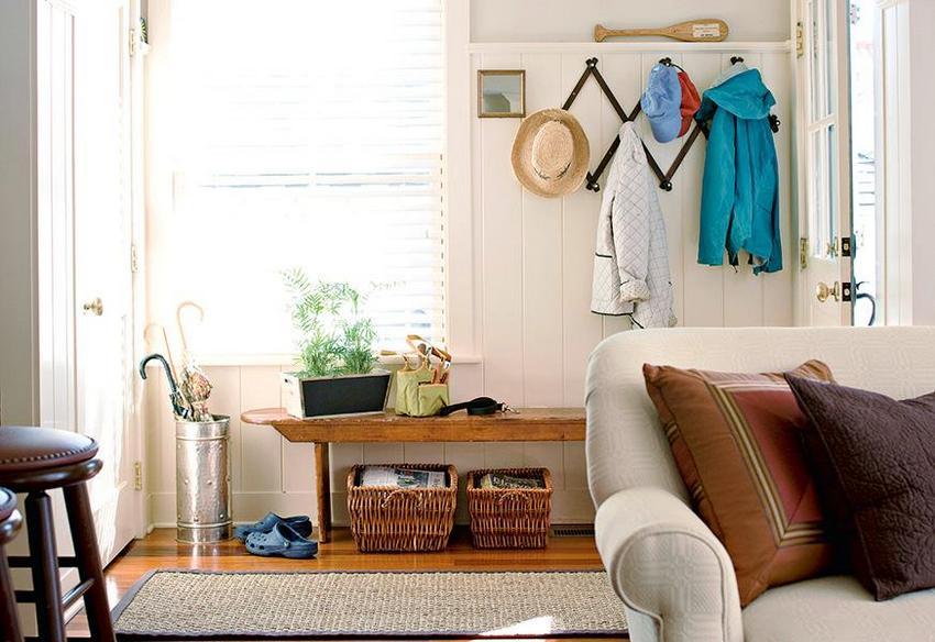 Уютный интерьер прихожей в частном доме