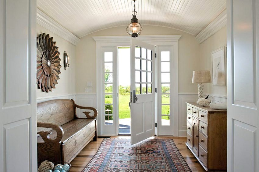 Панели ПВХ – быстрый и недорогой способ декорировать потолок или стены в прихожей самостоятельно