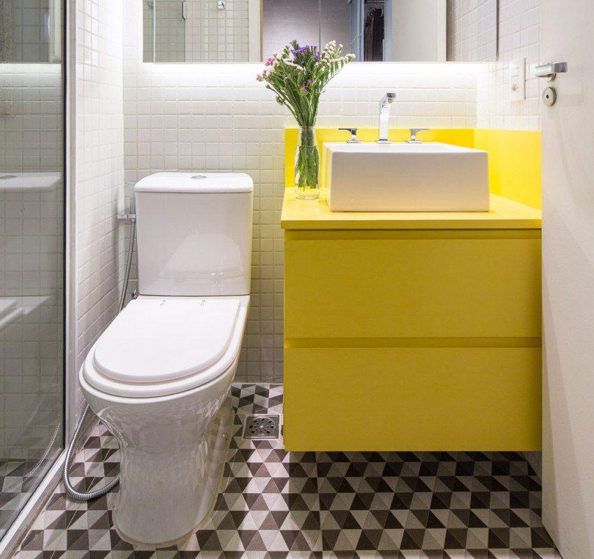 Яркая мебель украсит маленькую ванную