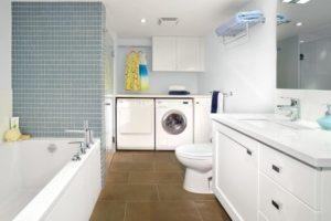 При грамотном планировании в совмещенной ванной можно оптимально разместить сантехнику, мебель и бытовые приборы