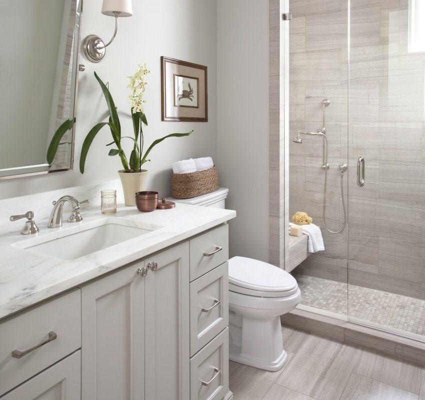 Для украшения ванной комнаты можно использовать картины и комнатные цветы