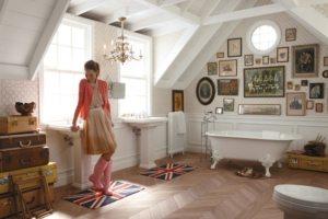Два умывальника в просторной ванной, совмещенной с туалетом, сделают ее использование более комфортным для большой семьи