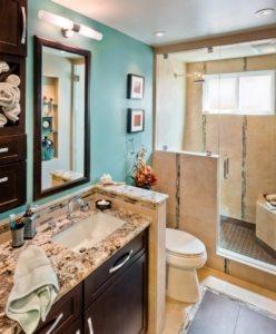 Тумба со встроенным умывальником удобна для хранения химии и бытовых приборов в ванной комнате