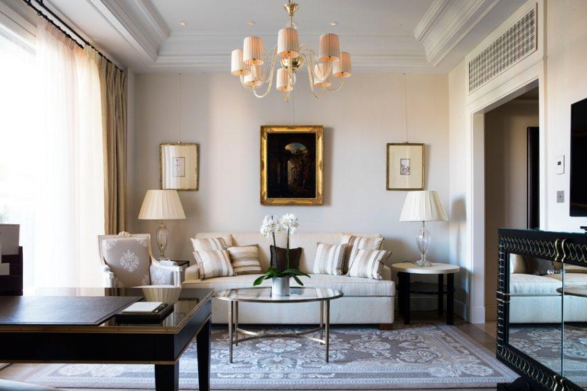 Роскошный интерьер гостиной в классическом стиле