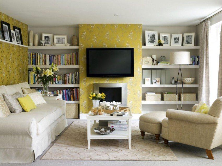 В отделке стел зала использованы комбинированные обои ярко-желтого и бежевого оттенков