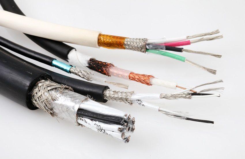 Подходящий кабель выбирают исходя из потребляемой мощности электроприборов