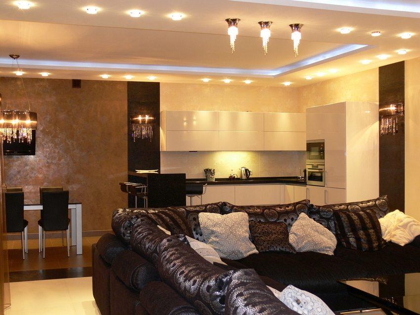 Парящий натяжной потолок с подсветкой, состоящий из двух уровней