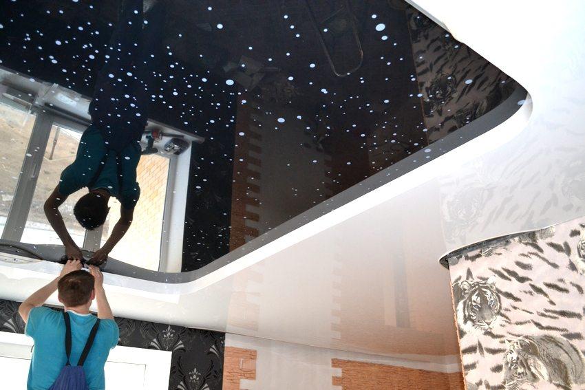 Монтаж натяжного парящего потолка в квартире