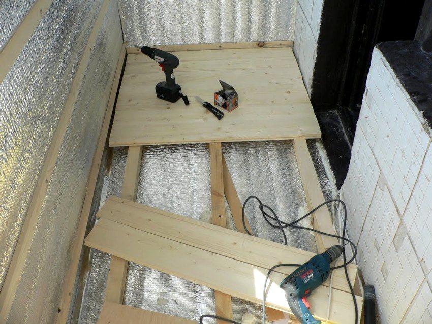 Обустройство пола на балконе с использованием деревянных лаг и досок