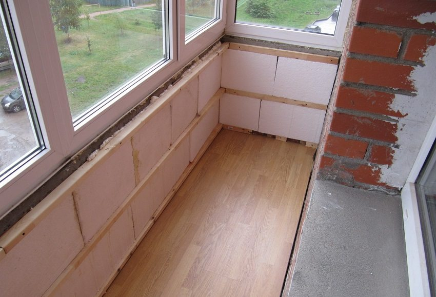 Утепление балкона с применением пенопласта