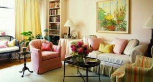 Украшением интерьера гостиной могут стать полотна художников