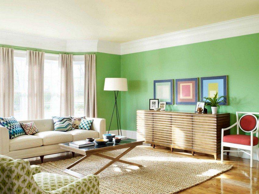 Потолок зала должен гармонировать по цвету и фактуре с общим дизайном комнаты