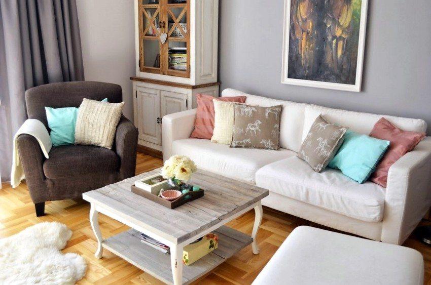 Гостиная часто играет роль комнаты для релаксации, поэтому важно, чтобы она была максимально комфортной