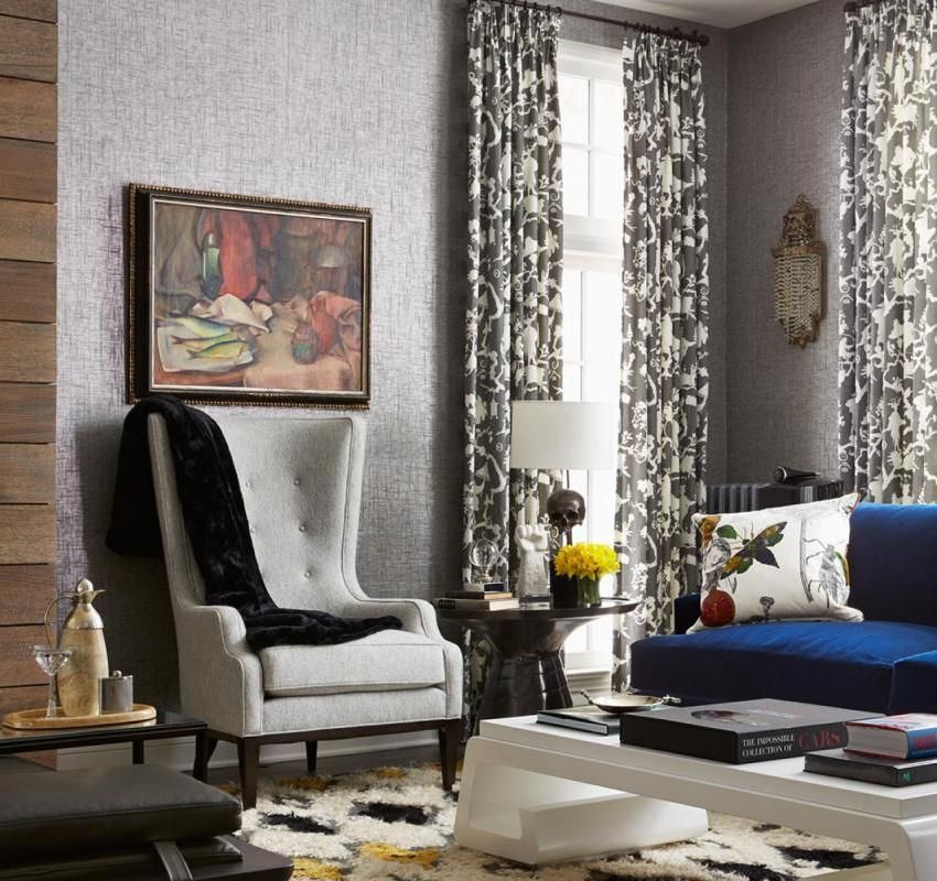 Стекловолоконные обои окрашены в светло-серый цвет