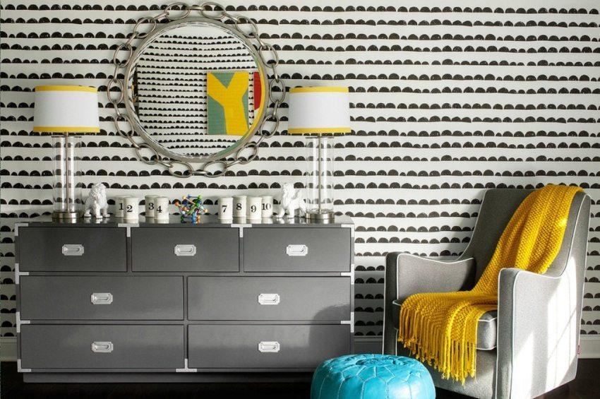 Креативные черно-белые обои на стене в зале