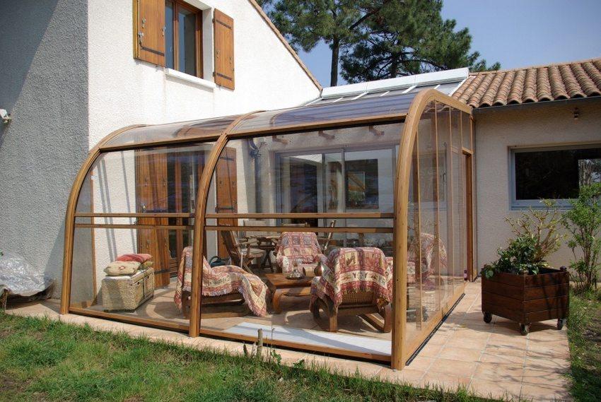 Дизайн веранды должен сочетаться с архитектурным стилем и конструкцией дома
