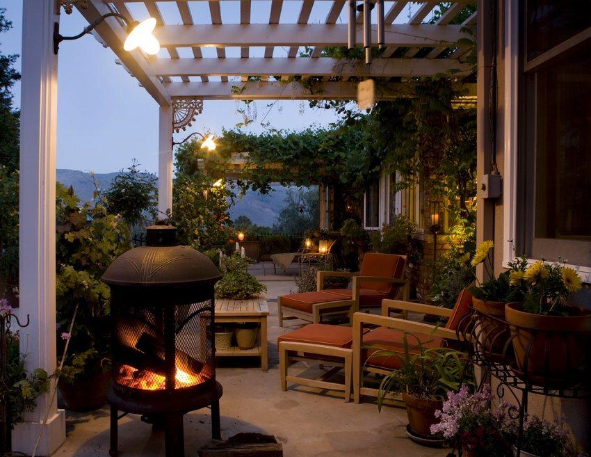 Большое количество вьющихся растений и цветов создадут особую атмосферу уюта