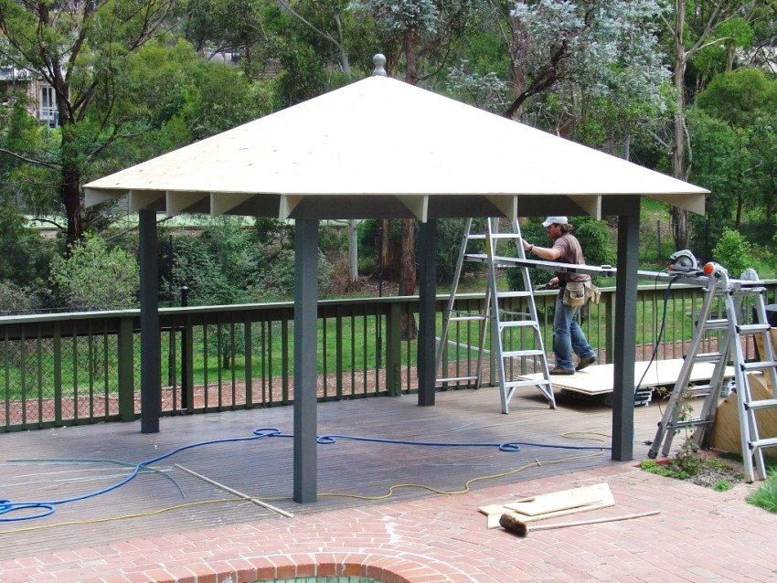 Для обустройства крыши беседки можно использовать листы влагостойкой фанеры