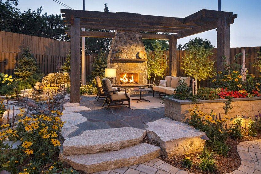 Расположение павильона из дерева позволяет отдыхающим любоваться пейзажем