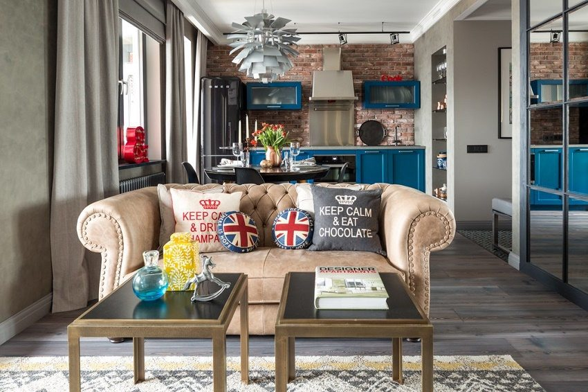 Яркая мебель создает жизнерадостное настроение в квартире