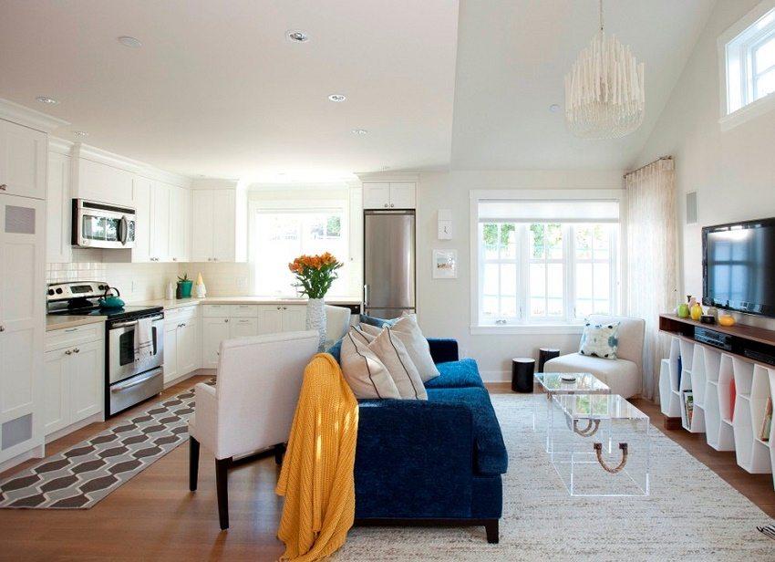 Совмещение кухни с жилой комнатой для увеличения пространства в небольшой квартире
