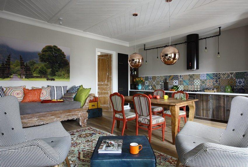 Отреставрированная мебель придает особый шик помещению