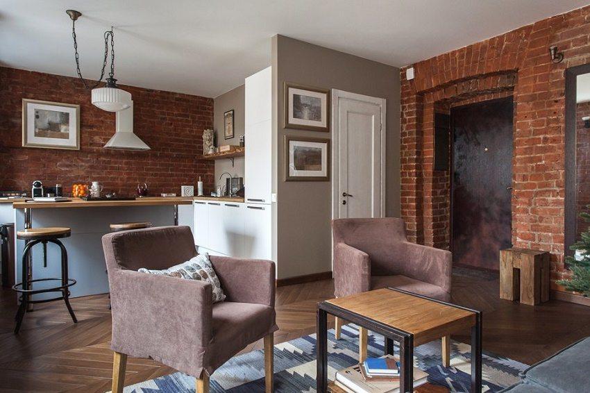 Индустриальный дизайн кухни-гостиной с кирпичными стенами