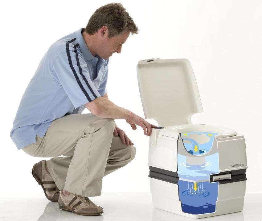 Наличие двух секций способствует легкому очищению биотуалета Porta Potti
