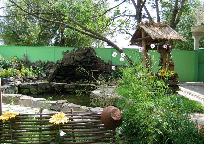 Милый и уютный дворик в деревенском стиле