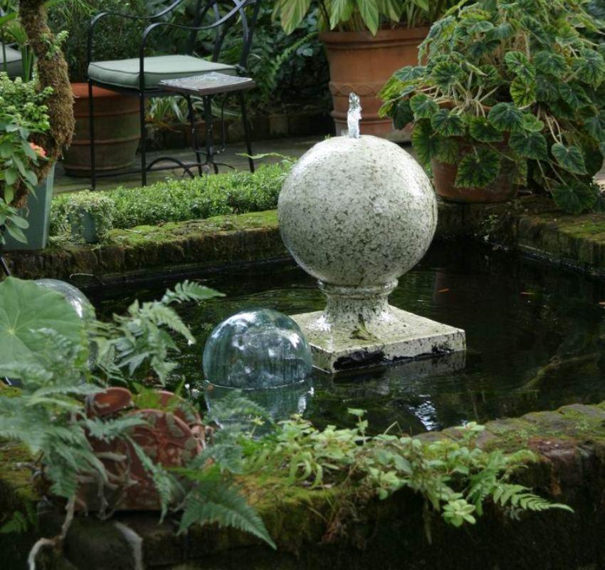 Ландшафтный дизайн участка можно дополнить небольшим фонтаном