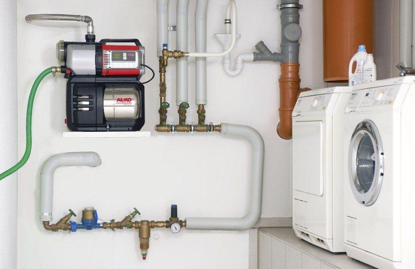 Насосная станция повышает давление воды в водопроводе