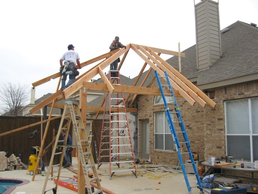 Строительство навеса, примыкающего к стене дома