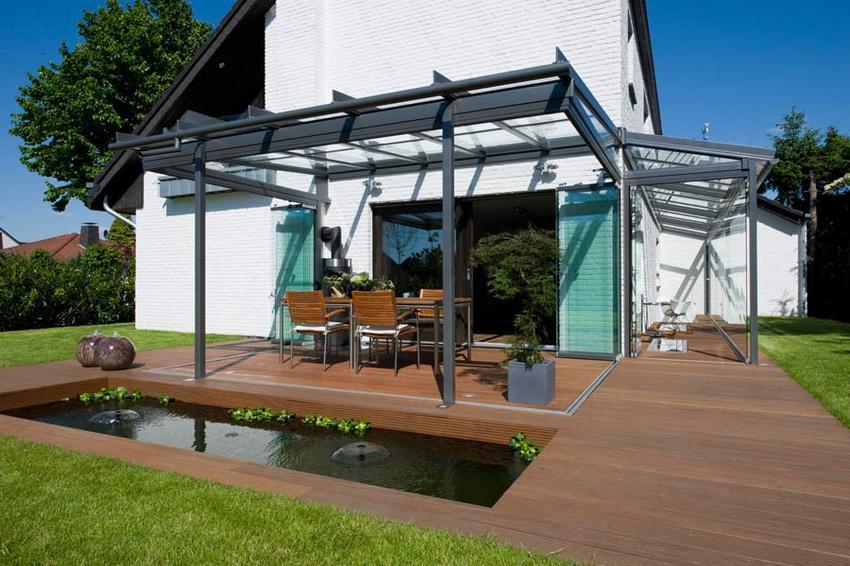 Навес с односкатной крышей является самым простым вариантом для строительства своими руками