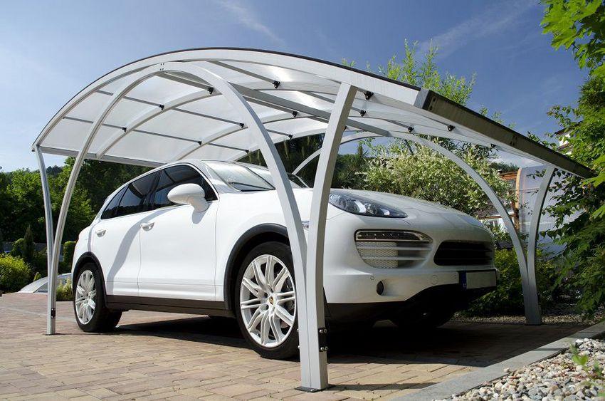 Поликарбонат идеально подходит в качестве материала для навеса, защищающего автомобиль