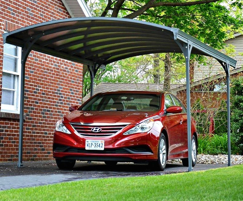 Навес для автомобиля может стать достойной альтернативой полноценному гаражу