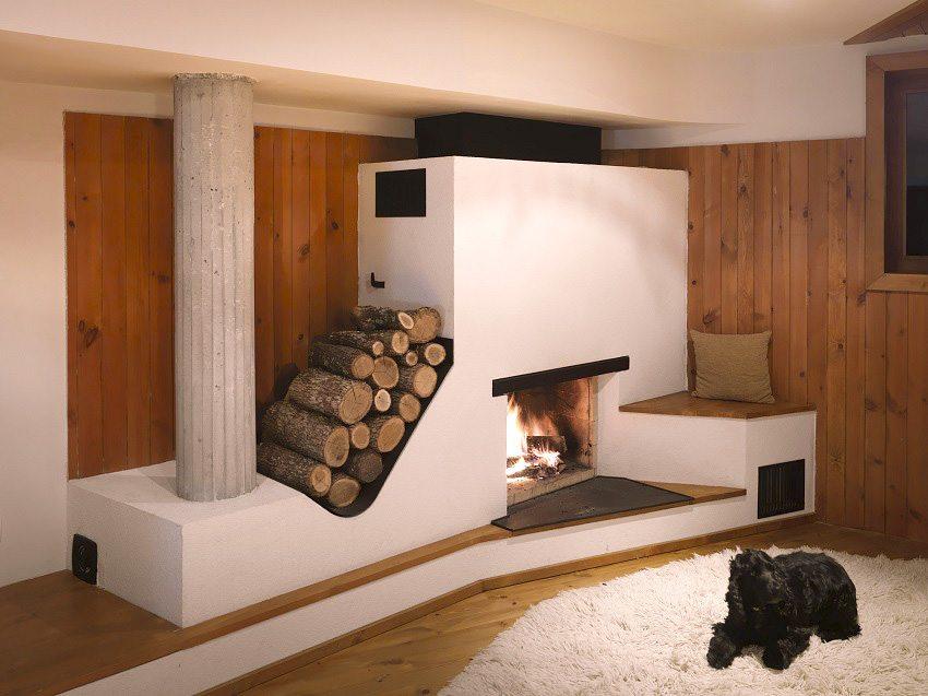 Печь на дровах привносит уют в дом