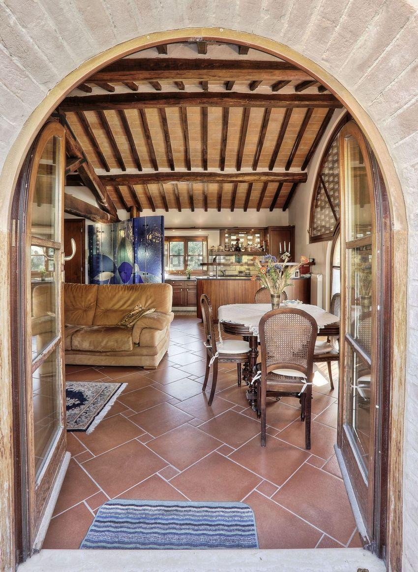 Напольная плитка отлично подходит для создания интерьера в деревенском стиле